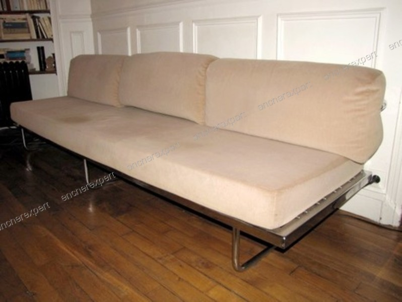 rare canape cassina design corbusier lc5 banquette authenticit garantie visible en boutique. Black Bedroom Furniture Sets. Home Design Ideas