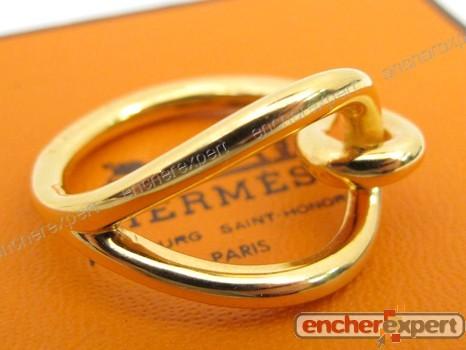 a02349a7c8e7 Anneau de foulard HERMES jumbo metal dore bague a - Authenticité garantie -  Visible en boutique