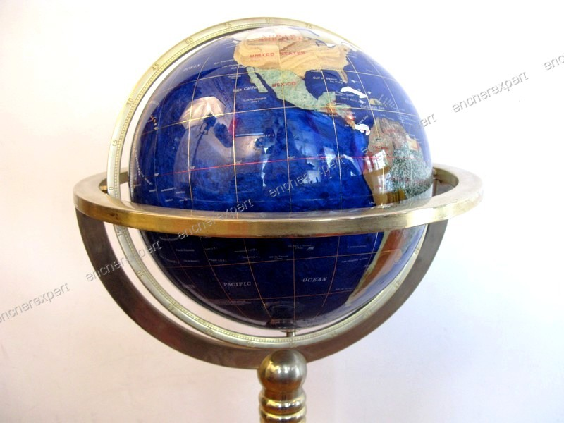 rare globe terrestre sur pied en marqueterie authenticit garantie visible en boutique. Black Bedroom Furniture Sets. Home Design Ideas
