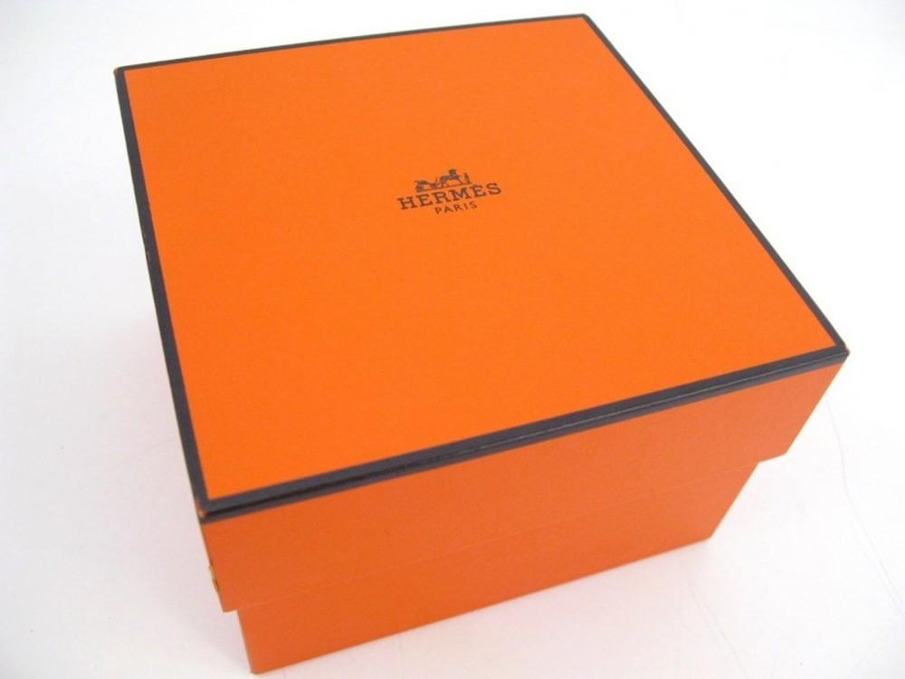 boite pour montre hermes modele kelly cape code authenticit garantie visible en boutique. Black Bedroom Furniture Sets. Home Design Ideas