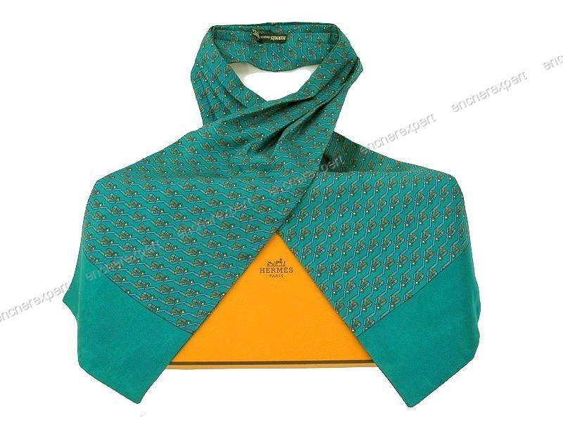 2283c1f538 Foulard HERMES cravate lavalliere en soie boite - Authenticité garantie -  Visible en boutique