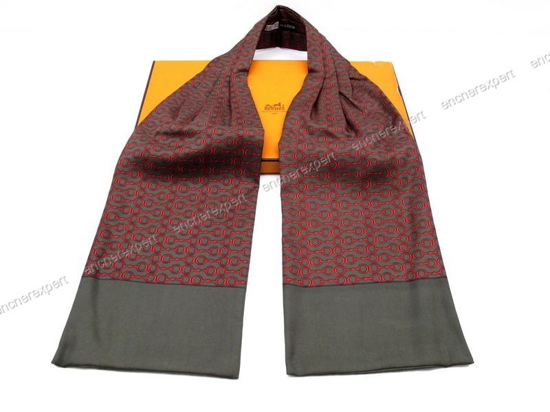 1e87e6c8588 Foulard HERMES cravate lavalliere en soie mors - Authenticité garantie -  Visible en boutique