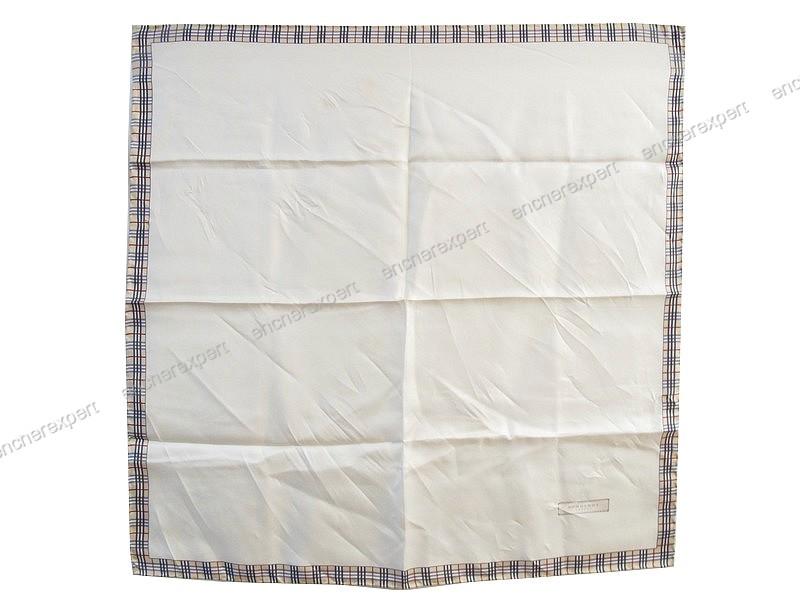 6fd58c22955 Foulard burberry london gavroche carre soie 55 cm - Authenticité garantie -  Visible en boutique