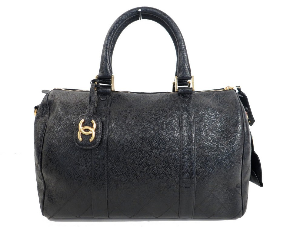 Sac a main CHANEL boston en cuir caviar noir 35 cm - Authenticité garantie  - Visible en boutique 5e8ca2930b2