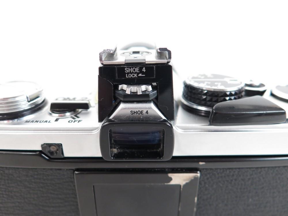 appareil photo argentique olympus om 2 objectif authenticit garantie visible en boutique. Black Bedroom Furniture Sets. Home Design Ideas