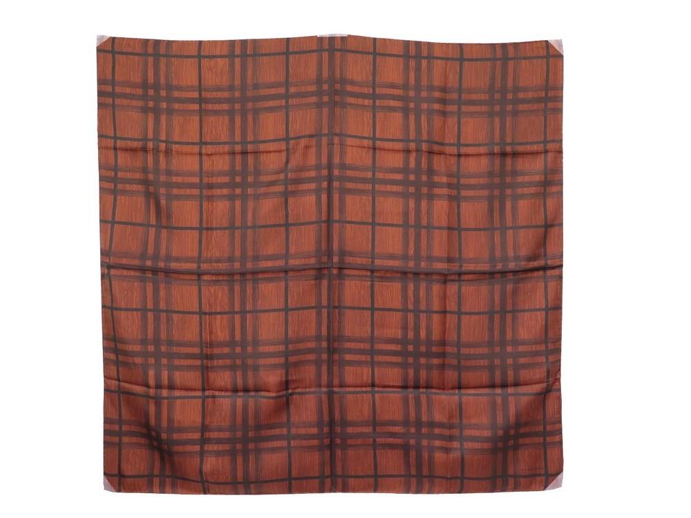 6c774d7502cc Foulard burberry carre 90 cm en soie marron motifs - Authenticité garantie  - Visible en boutique